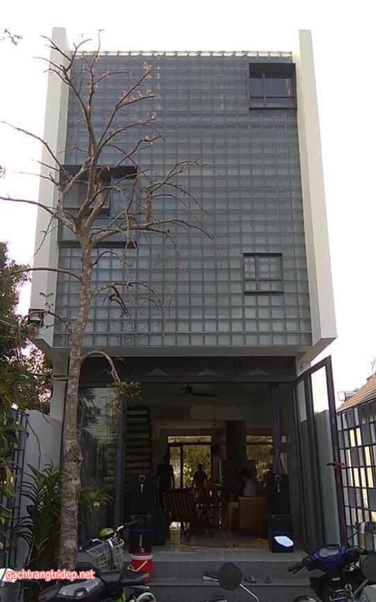Công dụng của gạch kính lấy sáng trang trí cao cấp trong kiến trúc kích thước đa dạng