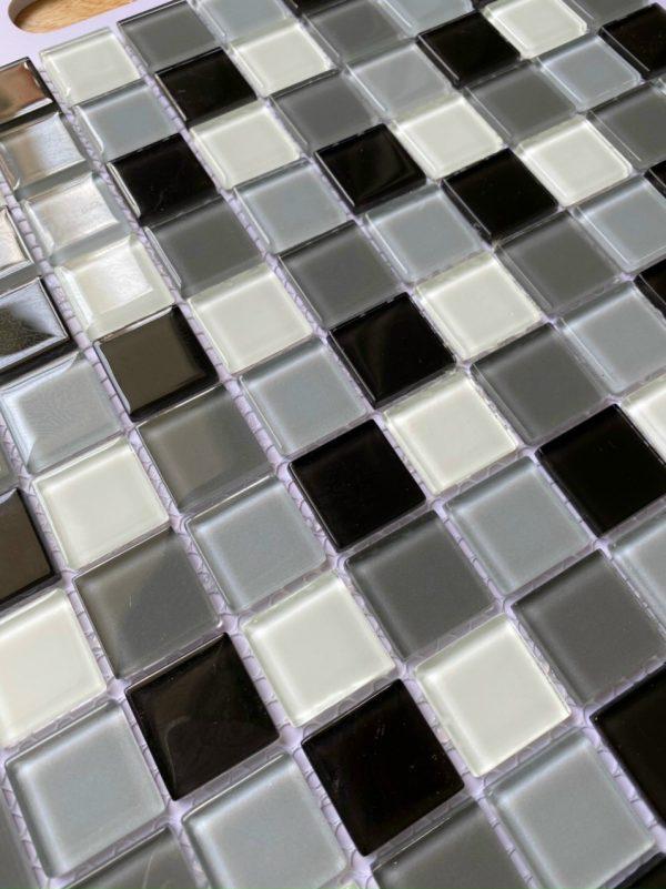 gach Mosaic trang den