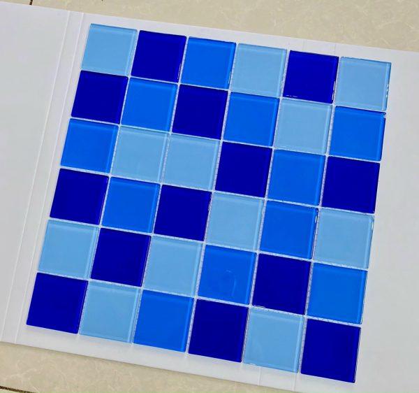 gach Mosaic xanh ho boi